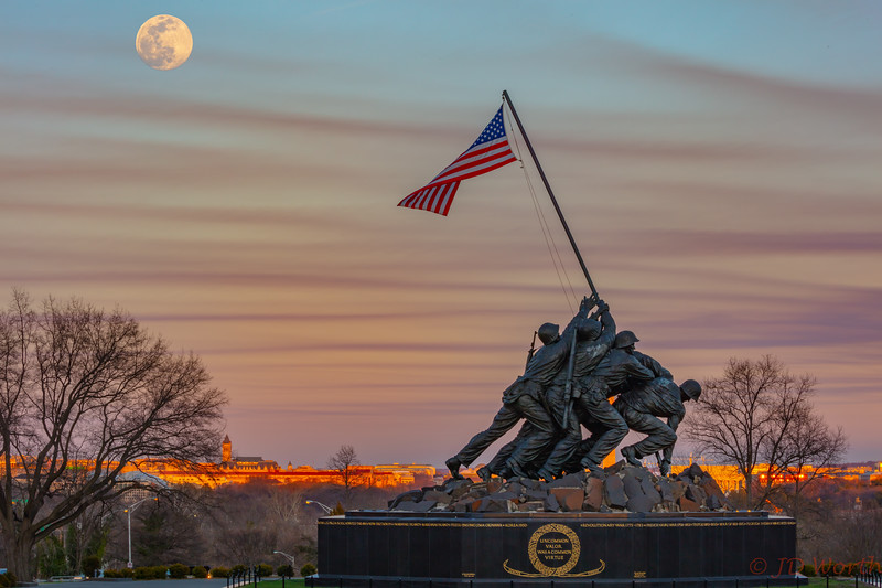030920 U.S. Marine Corp Memorial - Golden Hour NE Moon Insert Bright-8953.jpg