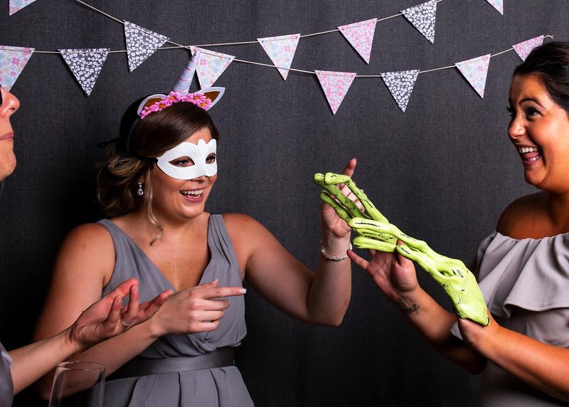 Montreal_Wedding_Photographer_Lindsay_Muciy_Photography+Video_M&E_PHOTOBOOTH_125.jpg