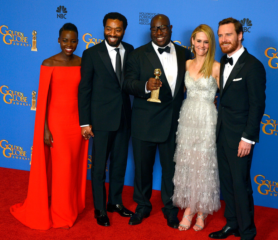 . British director Steve McQueen (C) holds the Golden Globe for Best Motion Picture - Drama for \'12 Years a Slave\' as he poses with (L-R) Kenyan-Mexican actress Lupita Nyong\'o, British actor Chiwetel Ejiofor, US actress Sarah Paulson and German-Irish actor Michael Fassbender in the press room at the 71st Annual Golden Globe Awards at the Beverly Hilton, in Beverly Hills, California, USA, 12 January 2014.  EPA/PAUL BUCK