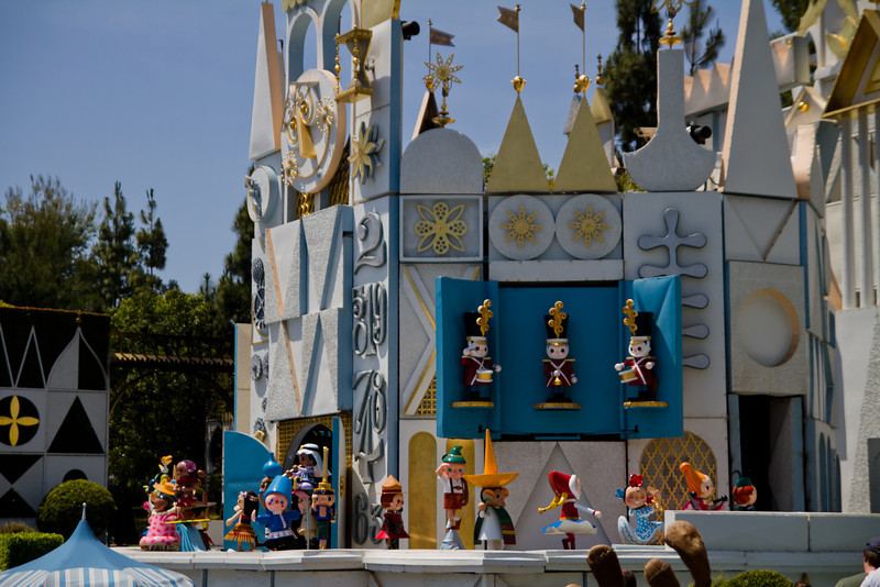 It's A Small World Clock Pariade
