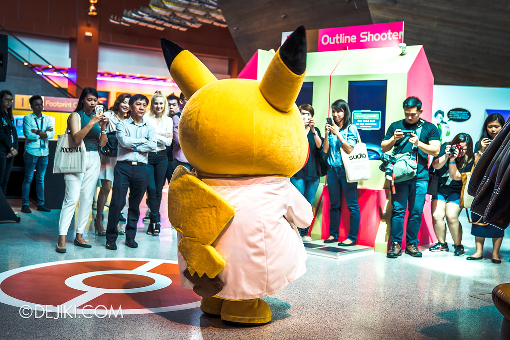 Pokémon Research Exhibition Launch -  Professor Pikachu meeting fans