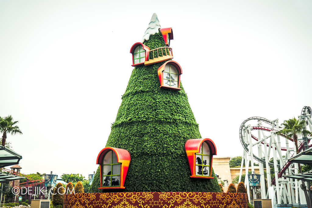 Universal Studios Singapore Park Update November 2017 - Christmas Tree Elf decor