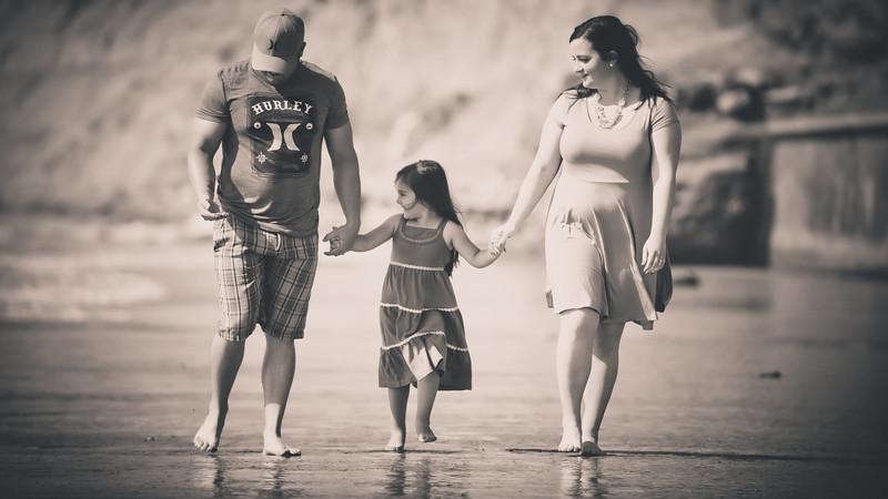 beach family (3 of 1).jpg