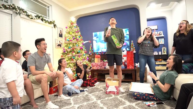 20181225_christmas-ho-family-video_16.MP4