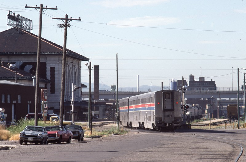 Amtrak-367-CZ-Salt-Lake-City-35_passing-DRGW-depot_July-26-1983_Don-Strack-photo.jpg