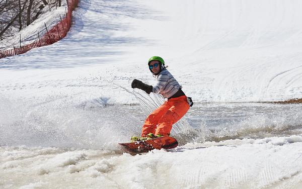 DAVID LIPNOWSKI / WINNIPEG FREE PRESS  Dee Hammersley enjoys the last day of downhill skiing and snowboarding at Stony Mountain Ski Area Sunday April 15, 2018.