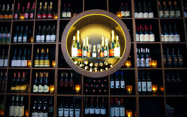 Cru Food and Wine Bar, B Gates near Gate B51
