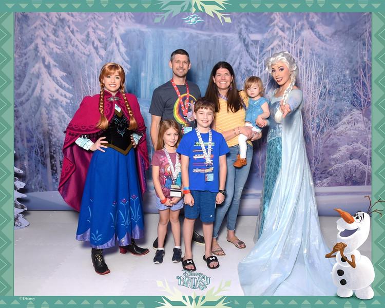 403-123870387-Frozen FZ Anna and Elsa 3 Aft-49511_GPR.jpg