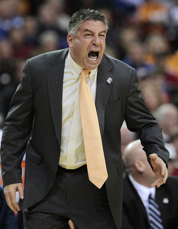 ". <p>3. BRUCE PEARL <p>Auburn apparently couldn�t find any honest men to coach its basketball team. (unranked) <p><b><a href=\'http://deadspin.com/5784437/bruce-pearls-first-con-and-the-world-that-created-a-monster/1546514843/+tcraggs22\' target=""_blank\""> HUH?</a></b> <p>    (AP Photo/Dave Martin, File)"