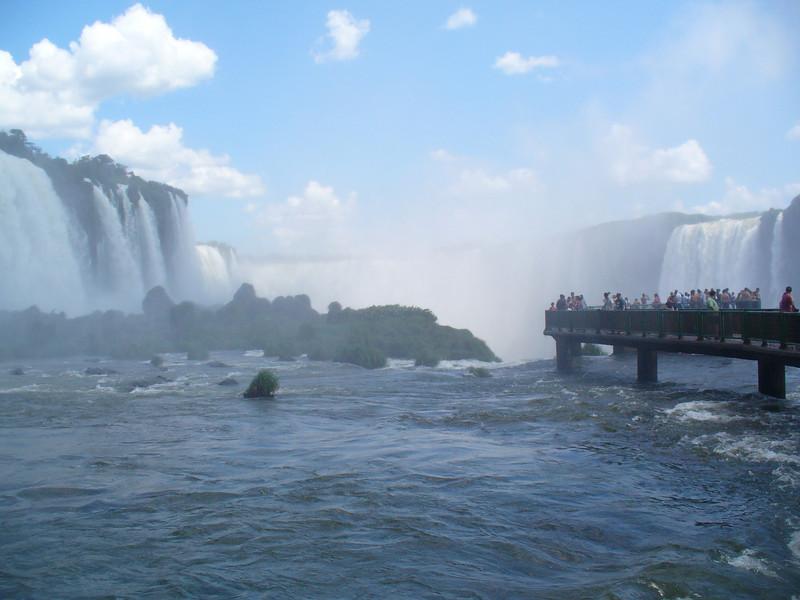 038 Iguacu Falls, Garganta do Diablo.jpg