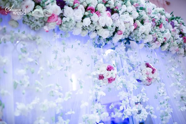 Tiệc cưới lãng mạn tại khu vườn ngoài trời trong xanh 2