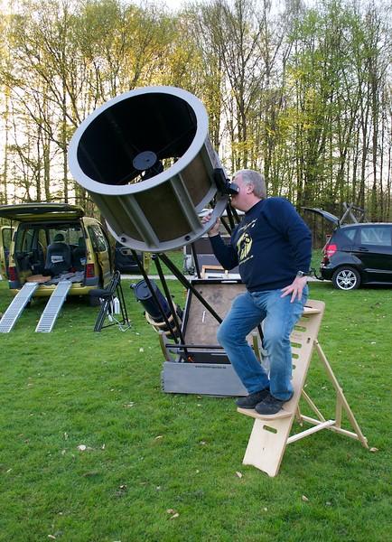 Gerd at the 76cm Dobson telescope.jpg