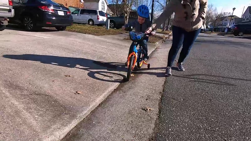 Emmett rocks the new bike - Christmas 2018.mov