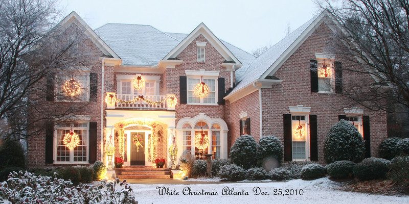 Our house at 5:45 pm on Dec. 25, 2010...if I have the story right, this is the first measurable snow in Atlanta on Christmas Day in 133 years.  We aren't skiing on Peachtree St. yet but it is pretty.