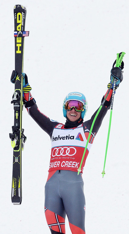 . Ted Ligety, of the USA, celebrates after winning the men\'s Giant Slalom race at the FIS Alpine Skiing World Cup in Beaver Creek, Colorado, USA, 08 December 2013.  EPA/JUSTIN LANE