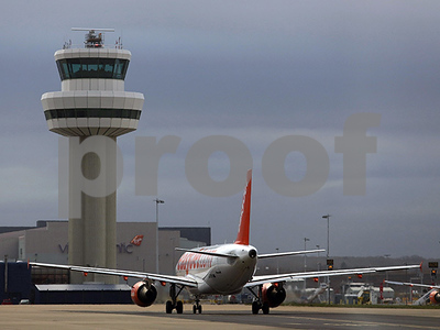 air-traffic-controller-shortage-means-more-remote-towers-many-miles-away-guiding-planes