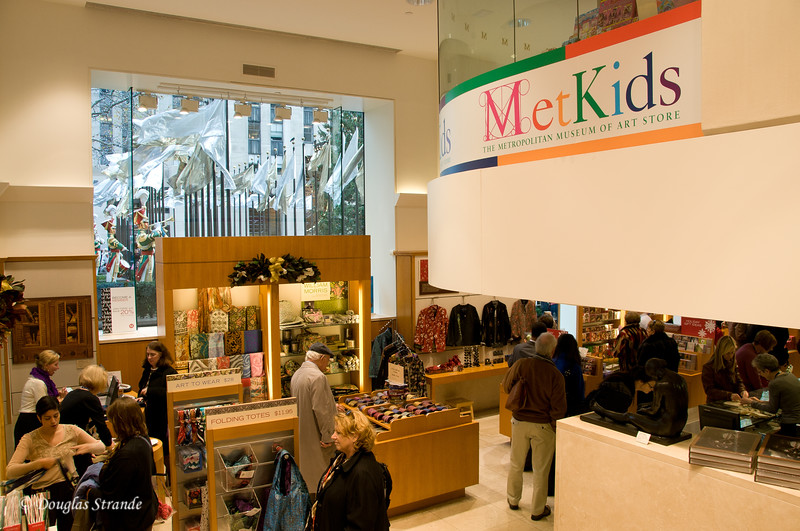 Metropolitan Museum Store (Rock Center outside)