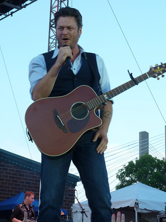 Blake Shelton ~ Burlington, IA ~ 6/14/12