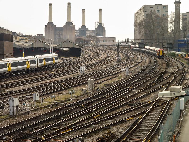 7 - Train tracks just before Victoria Station.jpg