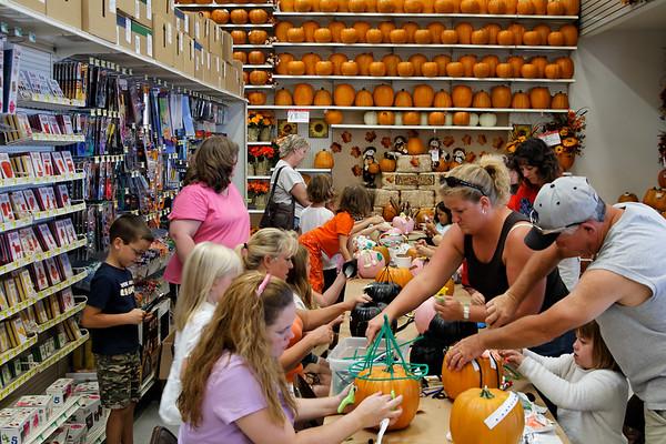 2006 Michael's Pumpkin Decorating