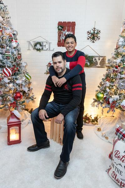 12.18.19 - Vick's Christmas Photo Session 2019 - -9.jpg