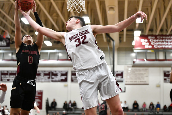 2/27/2020 Mike Orazzi | StaffrNew Britain's Justice Carter (0) and Bristol Central High School's Donovan Clingan (32) during Thursday night's CCC boys basketball game in Bristol. r
