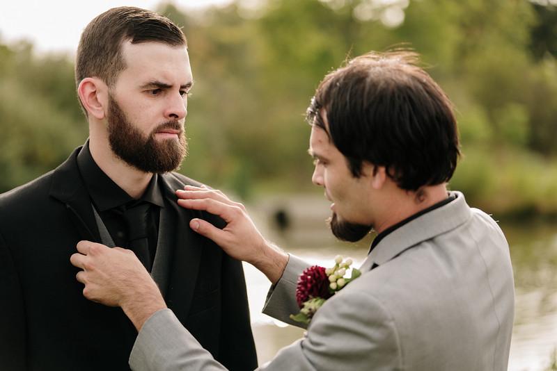 rustic_ohio__fall_barn_wedding-183.jpg