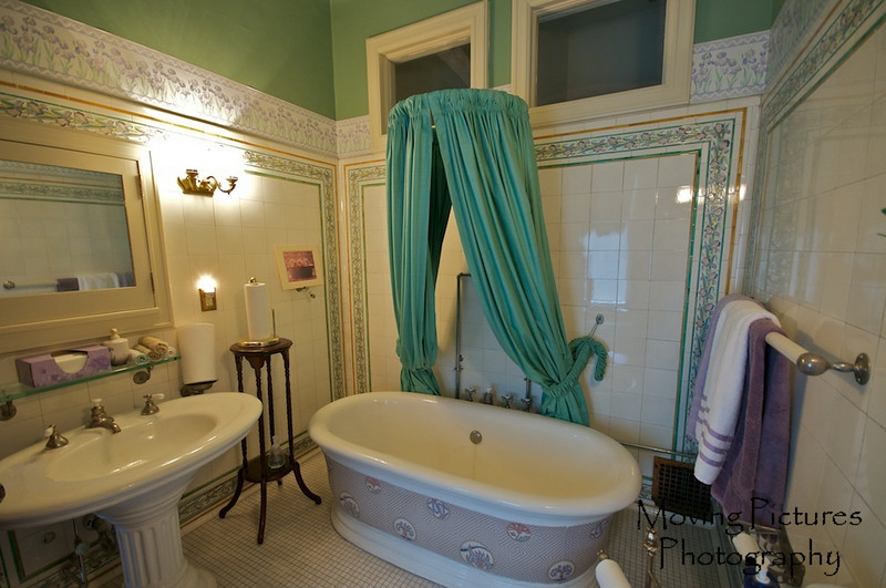Laurel Court - One of the many bathrooms