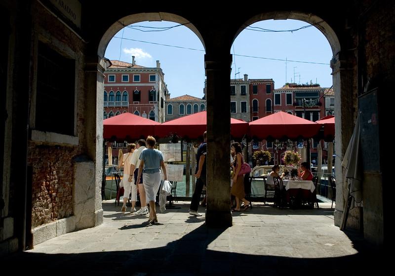 Archway, Riva del Ferro, Castello quarter, Venice, Italy