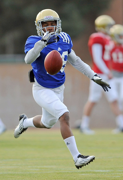 . UCLA\'s Ahmaad Harris during practice April 9, 2014 in Westwood, CA.(Andy Holzman/Los Angeles Daily News)