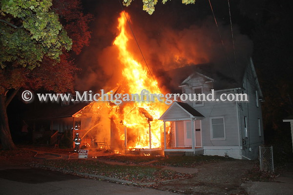 10/31/16 - Flint duplex fire, 914 Vosburg