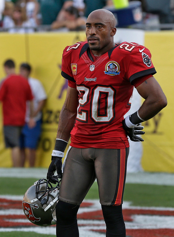 . Tampa Bay Buccaneers free safety Ronde Barber (20) reacts after the Philadelphia Eagles scored the game-winning touchdown with no time left on the clock during the fourth quarter of an NFL football game Sunday, Dec. 9, 2012, in Tampa, Fla. The Eagles on the game 23-21. (AP Photo/Chris O\'Meara)