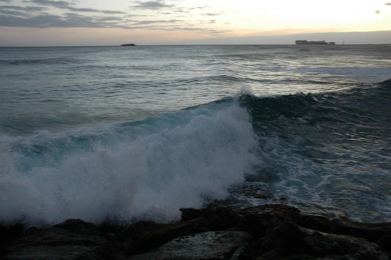Hawaii - Ala Moana Beach Sunset-189.JPG