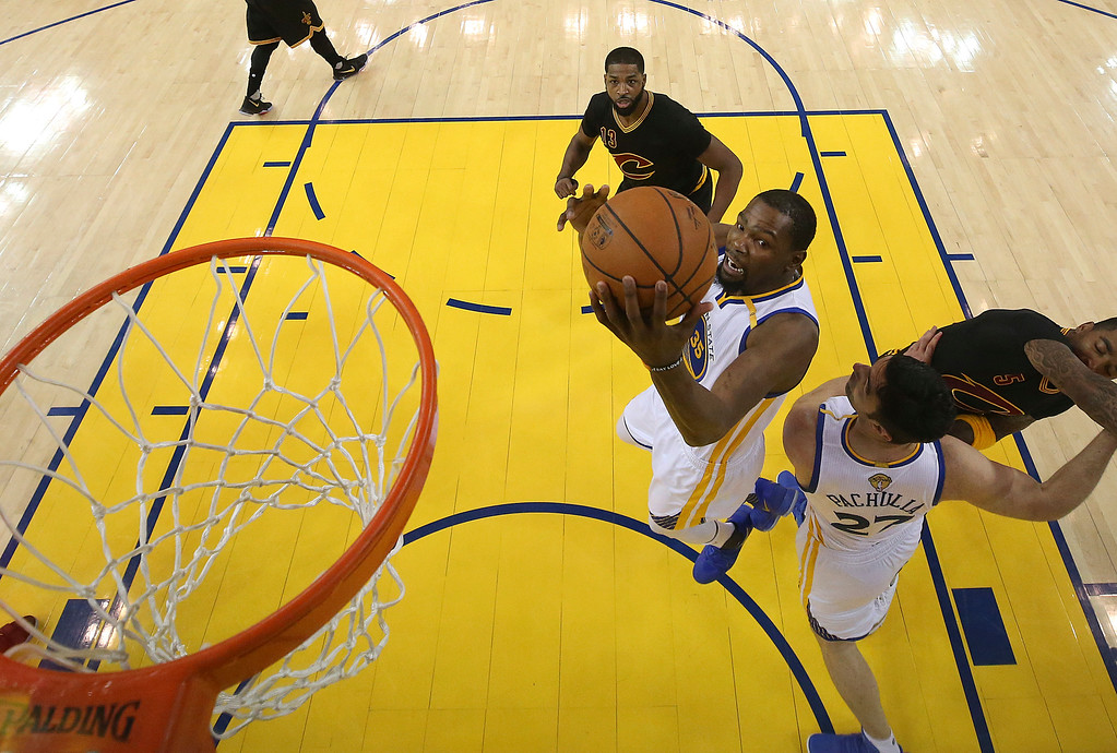 . Golden State Warriors forward Kevin Durant shoots against the Cleveland Cavaliers during the first half of Game 5 of basketball\'s NBA Finals in Oakland, Calif., Monday, June 12, 2017. (Ezra Shaw/Pool Photo via AP)