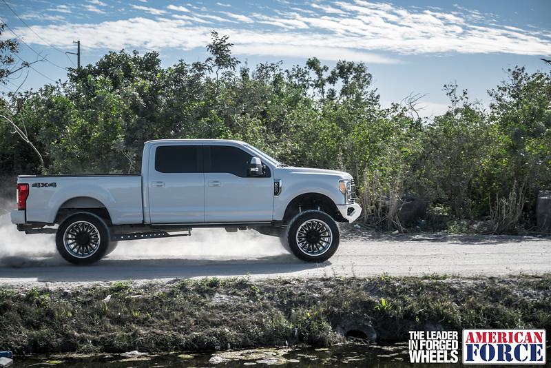 Champion4x4-Juan.S-White-2017-Ford-F250-Polish-Black-24x14-Tactical-Crown-WEB-180131-DSC00292-66.jpg