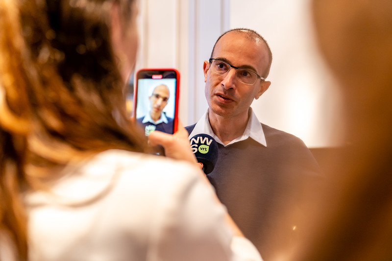 Yuval Noah Harari-25.jpg