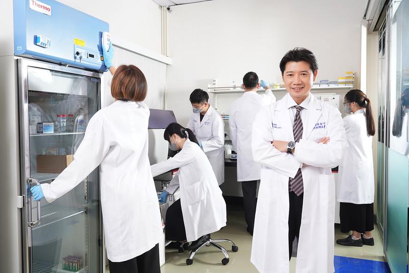 醫新生命科學企業形象照