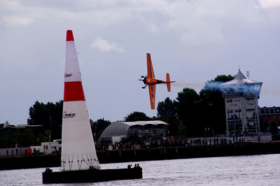 AIR RACE-RED BULL