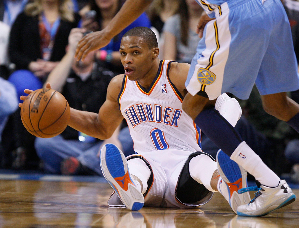 . Oklahoma City Thunder guard Russell Westbrook controls his dribble as he falls to the court against the Denver Nuggets in the first half of their NBA basketball game in Oklahoma City, Oklahoma January 16, 2013. REUTERS/Bill Waugh