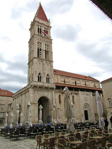 Torgir main church
