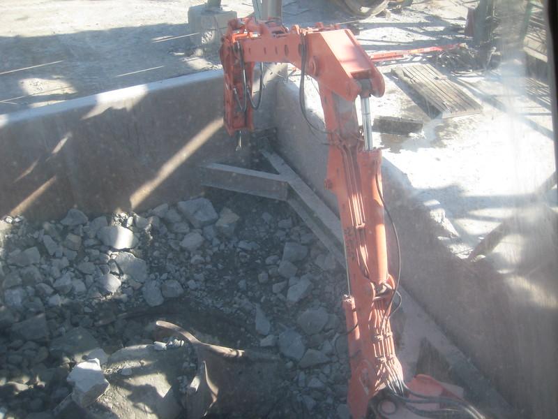 NPK B700 pedestal boom system (sn 1N8180) with GH6 hydraulic hammer-secondary rock breaking at gyratory crusher(1).jpg