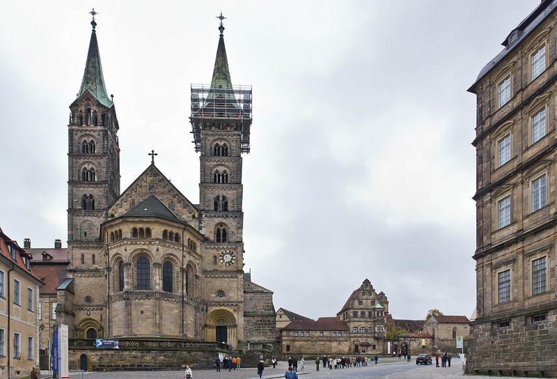 Bamberg. Dom und Domplatz von Osten