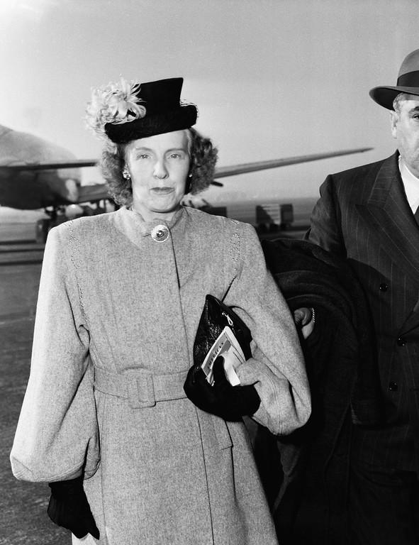 . Phoebe May Short, mother of Elizabeth Short, victim of brutal butcher-murder in Los Angeles, arrives in Los Angeles from Boston, Jan. 18, 1947. (AP Photo/Frank Filan)