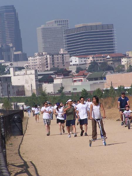 2008-06-14_PeopleInWhiteShirts_6585.JPG