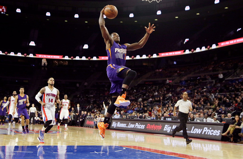 . Phoenix Suns guard Eric Bledsoe goes for a dunk during the second half of an NBA basketball game against the Detroit Pistons in Auburn Hills, Mich., Wednesday, Nov. 19, 2014. Bledsoe finished the game with 18 points in the Suns\' 88-86 win. (AP Photo/Carlos Osorio)