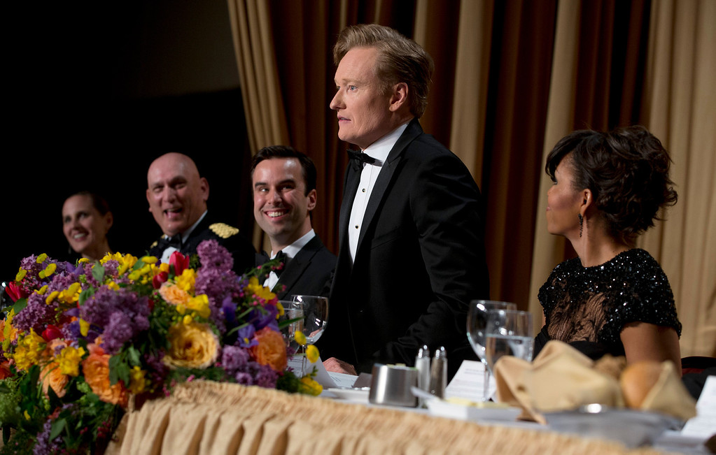 . Christi Parsons, White House correspondent for the Chicago Tribune, Los Angeles Times and Tribune newspaper chain, from left, Chief of Staff Gen. Raymond T. Odierno, Michael Scherer, White House correspondent for TIME, late-night television host Conan O\'Brien and first lady Michelle Obama attend the White House Correspondents\' Association Dinner at the Washington Hilton Hotel, Saturday, April 27, 2013, in Washington.  (AP Photo/Carolyn Kaster)