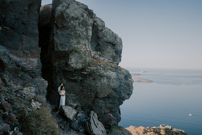 Tu-Nguyen-Destination-Wedding-Photographer-Santorini-Elopement-Alex-Diana-257a.jpg