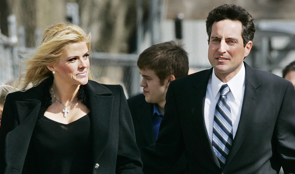 """. In this Feb. 28, 2006 file photo, Anna Nicole Smith, left, her son Daniel Smith, center, and her lawyer, Howard K. Stern leave the U.S. Supreme Court in Washington. The judge brought to fame in the fight over Anna Nicole Smith\'s remains says he believes someone is guilty of manslaughter in the starlet\'s death and second-guesses his own decision over where she is buried in a book to be released Tuesday. Larry Seidlin, the former Fort Lauderdale judge, is harshly critical of Smith\'s lawyer-turned-companion Howard K. Stern, and of the police investigations into the death of the Playboy Playmate and her son. But as provocatively titled as \""""The Killing of Anna Nicole Smith\"""" is, Seidlin offers no actual evidence either death was anything more than the accidental drug overdoses they were deemed.  (AP Photo/Manuel Balce Ceneta, File)"""
