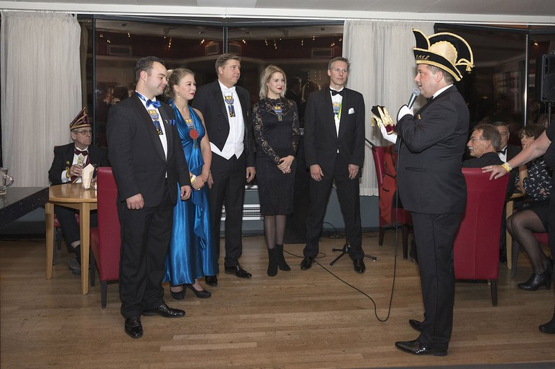 Vooraf aan de Prinsenproclamatie Nog een keer het ex-kabinet van Bart den Eerste met van links naar rechts: René Janssen, Jasmijn Gielens, Bart van den Berg, Marloes Smolders en Björn Tieleman met natuurlijk de voorzitter van S.O.C.N. Wilfred Janssen