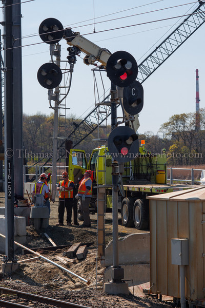 New Signals at NAN Amtrak Signal Maintainers work to install a new signal mast at NAN interlocking as a part of Amtrak's Niantic River Darwbridge replacement project.